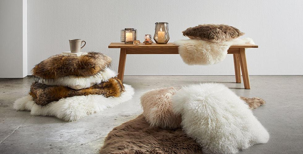 Kuschliges Schaffell in Braun oder Weiß von mömax.