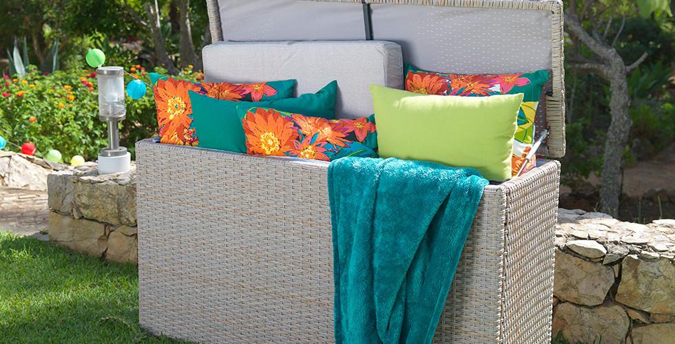 Stabile Kissenbox zum Schutz der Gartenmöbel von mömax.