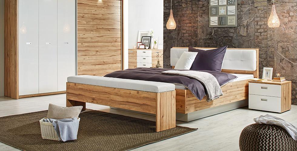Schlafzimmerset Mit Kleiderschrank, Kommode, Bett Und Nachttisch In Weiß  Und Eiche Von Mömax.