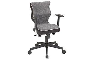 Grauer Schreibtischstuhl mit ergonomischer Rückenlehne von mömax.