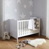 Babybett in Weiß mit abnehmbarem Gitter 'Lilo' - Weiß, MODERN, Holz (145/100/80cm) - Bessagi Kids