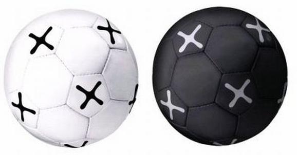 Fußball Mömax Schwarz/Weiß - Schwarz/Weiß, Kunststoff (21,5cm) - Mömax modern living